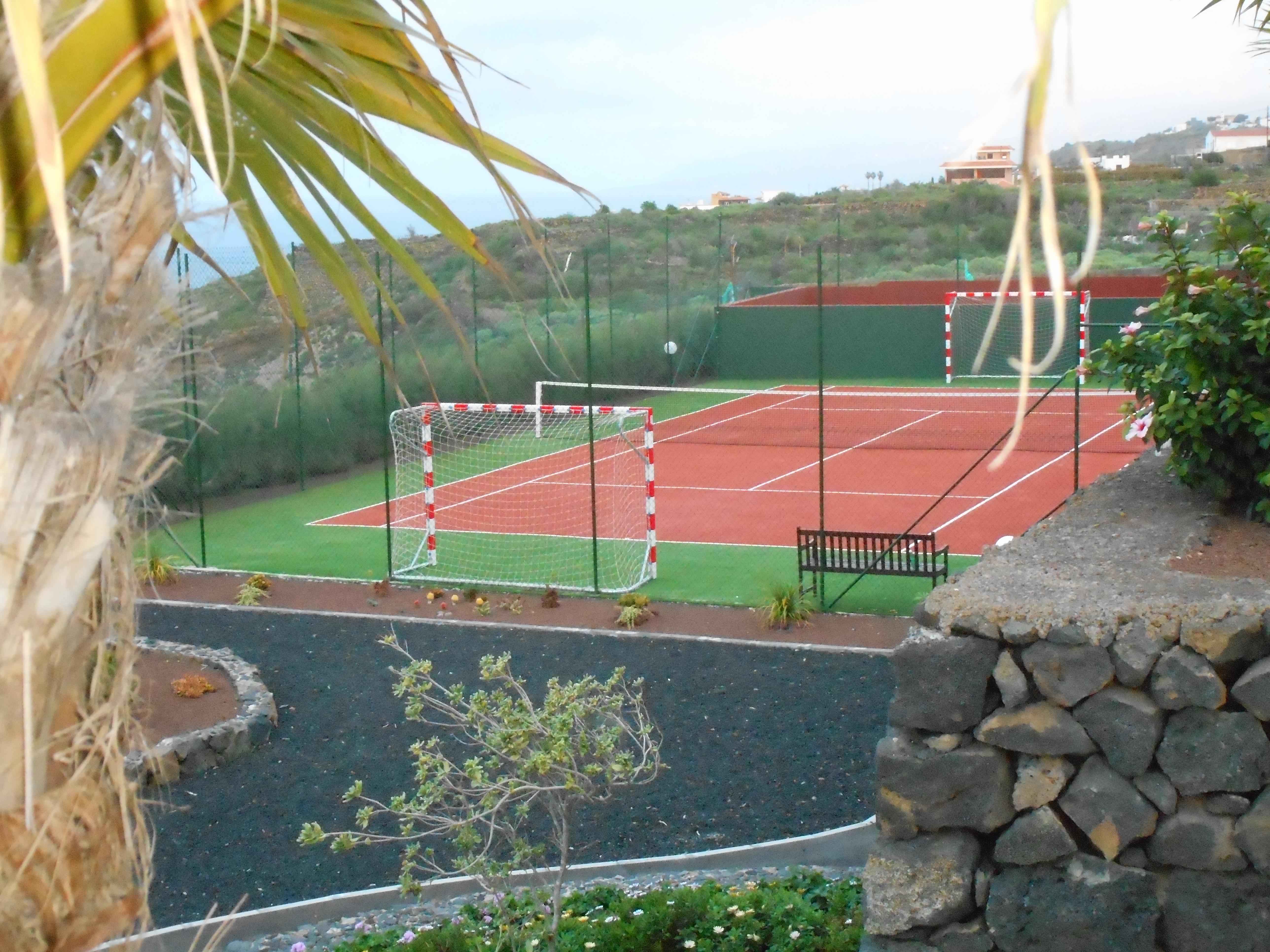 Tennisplatz / Fußballplatz