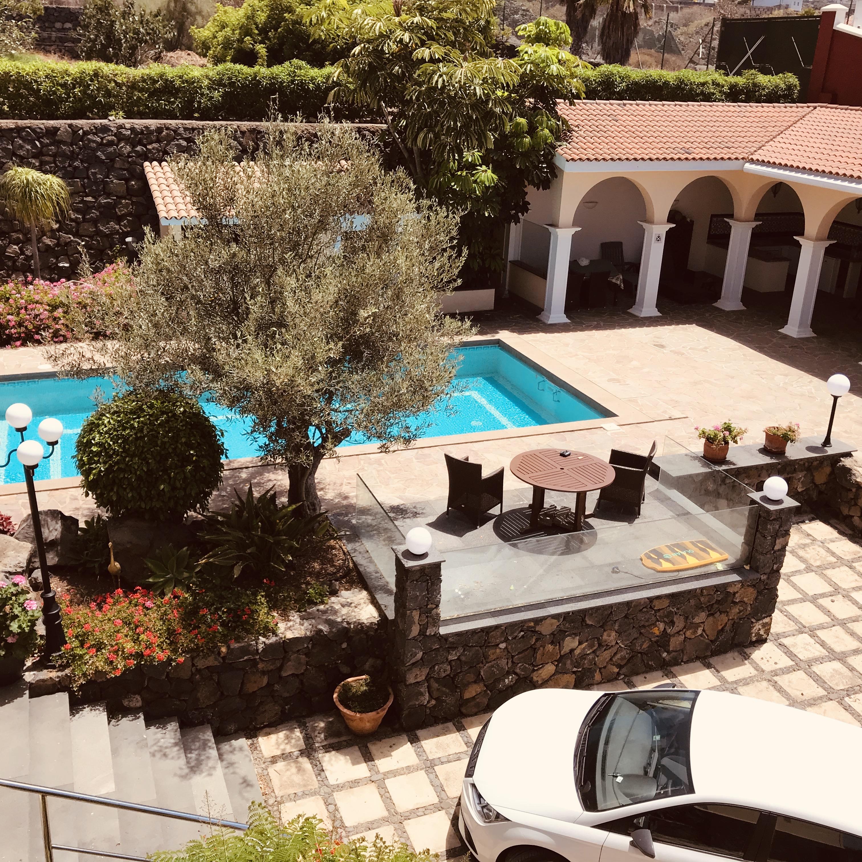 Außenküche & Poolbereich
